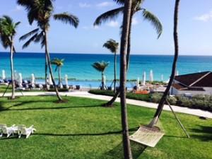バハマ  ナッソーのホテルからの大西洋